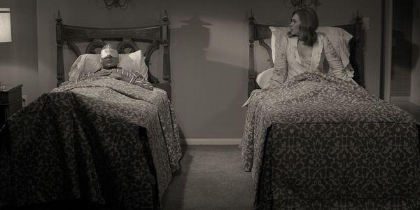 Wandavision-Wanda y Vision en sus camas