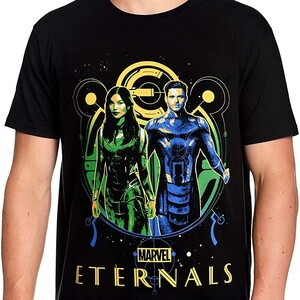 Camiseta Eternals Cerradura de Oro Sersi e Ikaris Foto